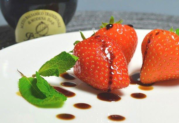 Erdbeeren mit Balsamico aus unserem Online Shop